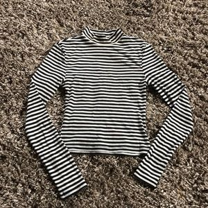 Cropped long sleeved shirt, striped